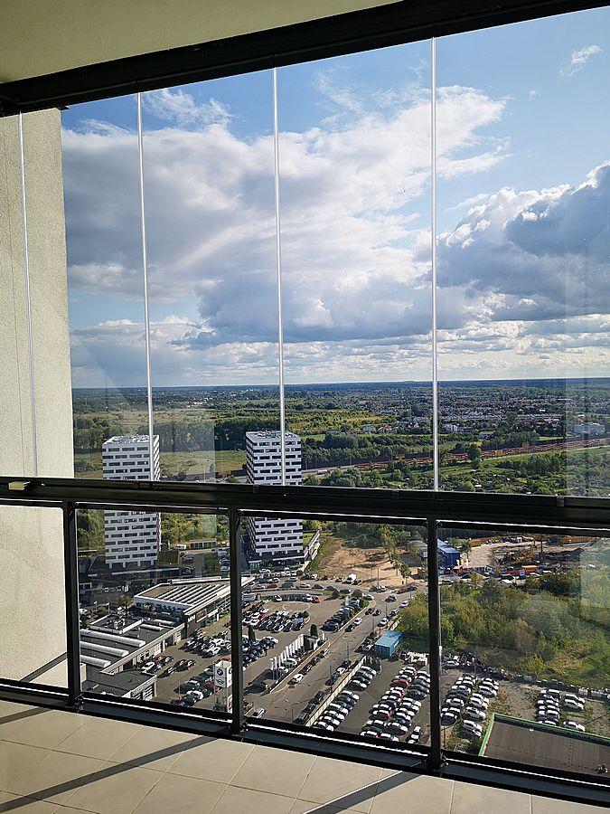 Widok od wewnątrz pomieszczenia po zamontowaniu folii przeciwsłonecznej selektywnej 3M Prestige 40 Exterior (3)